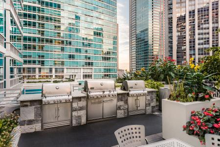Resident BBQ | The Streeter Luxury Apartments